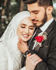 Image may contain: 2 people, wedding Wedding Couple Poses Photography, Wedding Picture Poses, Creative Wedding Photography, Pre Wedding Photoshoot, Muslimah Wedding Dress, Muslim Wedding Dresses, Cute Muslim Couples, Cute Couples, Wedding Goals