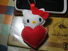 felt craft | Hello Kitty w/ heart