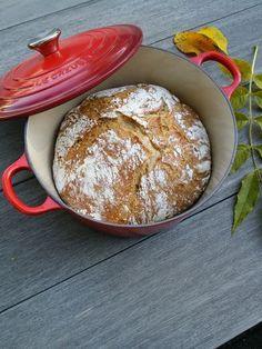 Eltefritt grytebrød. Hvis du ikke har prøvd å bake et sånt brød tidligere, så anbefaler jeg at d... Raw Food Recipes, Bread Recipes, Piece Of Bread, Fresh Bread, Bread Baking, Granola, Food Art, Food Inspiration, Nom Nom