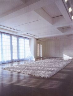 Felix Gonzales Torres - Untitled , (placebo) 1991 - candies, individually wrapped in silver cellophane, endless supply, ideal weight 500-600 kg, dimension variable