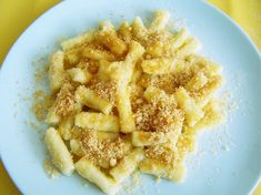 Zemiakové šúľance so strúhankou Onion Rings, Bread Crumbs, Dumplings, Apple Pie, Macaroni And Cheese, Waffles, Sweet Tooth, Recipies, Potatoes