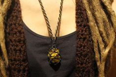 Macramé necklace with tiger eye stone