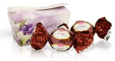 Výběr čokoládových pralinek - fialové květy 32 g Container, Food, Essen, Meals, Yemek, Eten