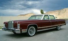 1977 Lincoln Continental Town Car with Fixed Glass Moonroof