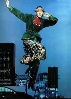 Ungaro - L'officiel magazine 1976 vintage fashion color photo print ad models magazine designer ethnic bohemian 70s colorful green jacket skirt shirt shoes hair floral print designer