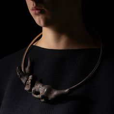 Linda van Niekerk Necklace: Dolphin Adrift Torque, 2016 Tasmanian wilderness driftwood, sterling silver Photo by: Peter Whyte © By the author. Read Klimt02.net Copyright.
