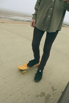 Bring my penny board to college so I can skate to class omg Shaggy Rogers, Penny Skateboard, Summer Outfits, Cute Outfits, Skate Surf, Skater Girls, Longboarding, Skateboarding, Daily Fashion
