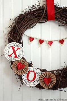 Love is in the air with these DIY Valentine's Day Wreaths. From rose wreaths to heart wreaths, there are plenty of heart-warming valentine's day decor ideas Diy Valentines Day Wreath, Valentines Day Decorations, Valentine Day Love, Valentine Day Crafts, Holiday Crafts, Valentine Ideas, Printable Valentine, Homemade Valentines, San Valentin Ideas