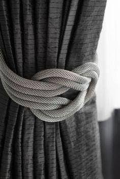 Dale un toque elegante a tus cortinas elaborando sujetadores como los que verás a continuación. Hay muchos estilos y formas que puedes ha...