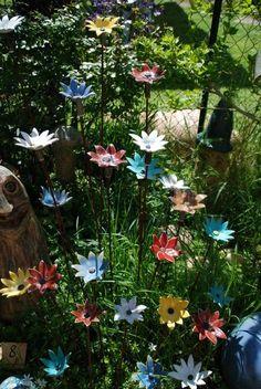 Gartenkeramik wie frostfeste Skulpturen, Wasserspeier, Tierfiguren, Gartenkugeln Spezialität mit Echsen und kunstvolle Pflanzschalen findet Ihr in unserer Bildergalerie auf unserer Hompage alternde-keramiker.de !