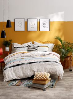 Home Decor Crafts Your bedroom sets off on an adventure in the indomitable African savannah with this duvet cover, on which shapes and colours dance and form a dynamic and inspiring pattern. Funky Bedroom, Bedroom Sets, Home Bedroom, Bedroom Decor, Master Bedroom, Double Bedroom, Bedroom Colors, Dream Bedroom, African Bedroom