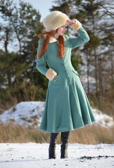 That color combination tho. retro-inspired green coat with faux fur collar and cuffs Snow Outfits For Women, Fashion Tips For Women, Womens Fashion, Redhead Boots, Fashion Images, Fashion Trends, Fashion Ideas, Midi Length Skirts, Green Coat