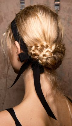 Spring 2017 Hair Trends - Hair Ideas And Hairstyles From Backstage Spring Runway.Spring 2017 Hair Trends - Hair Ideas And Hairstyles From Backstage Spring Runway. Bride Hairstyles, Pretty Hairstyles, Hairstyles 2018, Tied Up Hairstyles, Evening Hairstyles, Romantic Hairstyles, Amazing Hairstyles, African Hairstyles, Celebrity Hairstyles