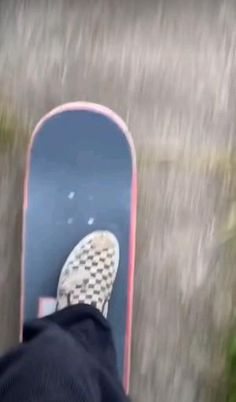 Beginner Skateboard, Skateboard Videos, Skateboard Girl, Aesthetic Photography Grunge, Surf Music, Skate Photos, Adventure Aesthetic, Skater Girl Outfits, Skate Girl