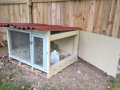 Duck Houses Simple duck house with metal roof More - Dog Kennel Portable Chicken Coop, Diy Chicken Coop, Metal Dog Kennel, Portable Dog Kennels, Duck Pens, Backyard Ducks, Duck Coop, Raising Ducks, Pet Ducks