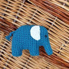 Hračka: Háčkovaný slon Brooches Handmade, Handmade Toys, Crochet Brooch, Dinosaur Stuffed Animal, Bunny, Pattern, Blog, Animals, Free