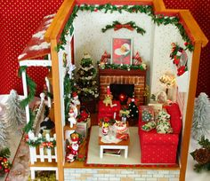 La sonrisa de destino: Miniature Christmas Room, Christmas Minis, Christmas Crafts, Christmas Decorations, Dolls House Shop, Doll Houses, Miniature Dolls, Miniature Houses, Dollhouse Accessories