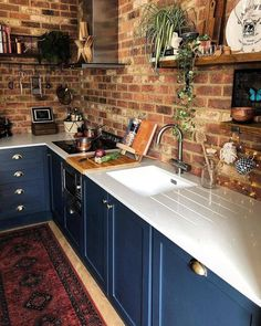 Simple and Stylish Tricks Can Change Your Life: Small Kitchen Remodel Rustic country kitchen remodel counter tops.Small Kitchen Remodel Rustic u shaped kitchen remodel cupboards. Best Kitchen Cabinets, Blue Cabinets, Kitchen Cabinet Design, Kitchen Interior, New Kitchen, Kitchen Decor, Kitchen Ideas, Kitchen Counters, 1960s Kitchen