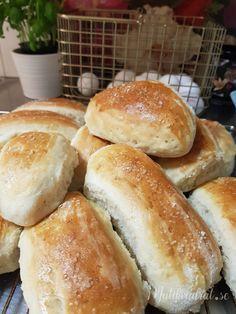 Piece Of Bread, Sweet Pie, Pie Dessert, No Bake Desserts, I Love Food, Food Photo, Hot Dog Buns, Bread Recipes, Brunch