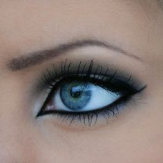 black eyeliner pointed on the inner eye with white highlights. pretty!!
