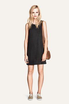 Basic black shift dress. Comfort is key! HM. #HMDIVIDED