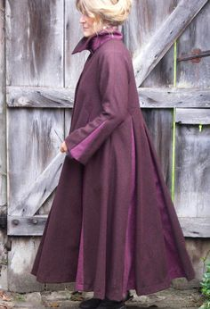 Box Pleat Coat in wool (various colours).