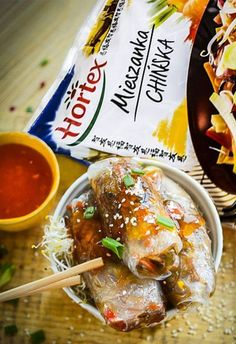 Sajgonki pieczone, NIE smażone - przepyszne i zdrowe, bo pełne warzyw Healthy Snacks, Healthy Eating, Healthy Recipes, China Food, Good Food, Yummy Food, Appetizer Salads, Asian Recipes, Food To Make