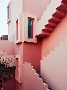 Galería de La Muralla Roja de Ricardo Bofill bajo el lente de Gregori Civera - 2