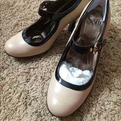 Sofft 'Fatina' Metallic Leather Pump Brand new! Never worn! Sofft Shoes Heels