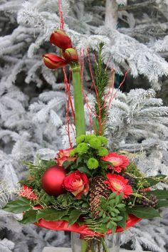 Winterlicher Blumenstrauß in Rot