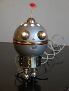 Google Image Result for http://theinvisibleagent.files.wordpress.com/2009/02/robotlamp.jpg%3Fw%3D460%26h%3D613