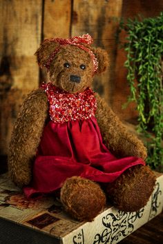 Hello!!! My name is Analie, and I am a very sophisticated lady that belongs to the latest Muppie's Bears collection! I am made of a dense brown, authentic Schulte mohair and black eyes. My elegant red dress is included and is covered with tiny, beautiful Swarovski christals. Height standing: 33 cm (13 inches) Height sitting: 23 cm (9.1 inches) Little Gifts, Bears, Swarovski, Teddy Bear, Elegant, Lady, Brown, Handmade, Dress