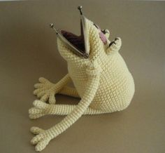 Frog Coin Purse, inspiration only, sold out in japan Crochet Frog, Diy Crochet, Crochet Toys, Crochet Baby, Crochet Wallet, Crochet Coin Purse, Crochet Purses, Purse Patterns, Crochet Patterns
