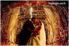 Fabiana and Rodrigo married in Batatais, Sao Paulo. The photo was taken at Villa Casuarina Events. Fabiana e Rodrigo se casaram em Batatais, São Paulo. A foto foi feita no Villa Casuarina Eventos.