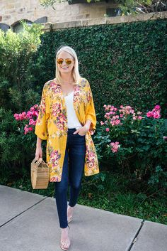 Minkpink Tokyo Kimono on Revolve Clothing Kimono Cardigan Outfit, Kimono And Jeans, Kimono Dress, Kimono Fashion, Hijab Fashion, Fashion Outfits, Mode Kimono, Summer Kimono, Mode Hijab