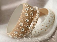 Items similar to Floral bracelet set - Polka dots bangle - Beige bangle bracelets - Wide bangle - Chunky bracelet - Specks Flowers bracelet - Simple bracelet on Etsy Diy Bracelets How To Make, Simple Bracelets, Handmade Bracelets, Handmade Jewelry, Beaded Bracelets, Silver Bracelets, Diy Fimo, Polymer Clay Crafts, Polymer Clay Embroidery