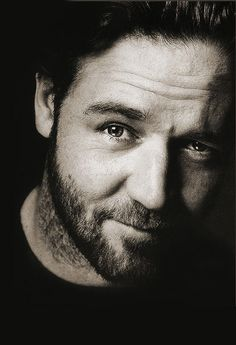 Russell Crowe ♥ male actor, beard, charming, celeb, movie star, portrait, photo b/w.