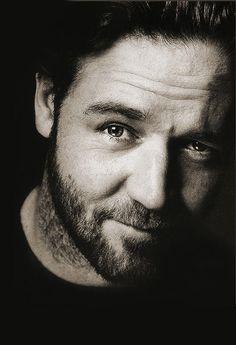 Russell Crowe ♥ male actor, beard, charming, celeb, movie star, portrait, photo b/w.
