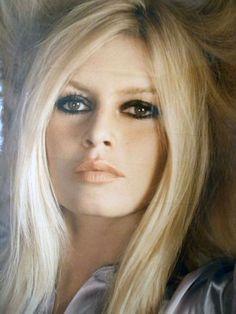 Brigitte Bardot French Actress,Singer,dancer, anima rights activist. Brigitte Bardot, Bridget Bardot Makeup, Hollywood Glamour, Old Hollywood, Actrices Hollywood, French Actress, Charlize Theron, Classic Beauty, Timeless Beauty