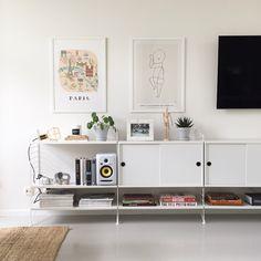 String shelf styling | Personlig födelsetavla | The Birth Poster | Paris print | Design House Work Lamp | Pilea Peperomioides | Chinese Money Plant | Elefantöra | Marble frame | Scandinavian interior design | Swedish home | Details
