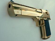 44 magnum desert eagle, gold plated or gold chromed. Extremly nice