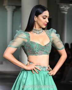 6 Indian Blouse Designs That Make For Perfect Bridal Inspiration For You, Straight Off The Runway Choli Designs, Saree Jacket Designs, Kurti Sleeves Design, Sari Blouse Designs, Fancy Blouse Designs, Designer Blouse Patterns, Indian Designer Outfits, Designer Dresses, Indian Outfits