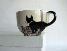 sketch this design on a white mug with a sharpie and bake the cup in the oven to make it permanent. Sharpie Crafts, Sharpie Art, Sharpies, Black Sharpie, Sharpie Plates, Cat Crafts, Pottery Painting, Ceramic Painting, Ceramic Art