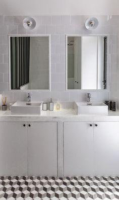 〚 Beautiful French interiors by Marianne Evennou 〛 ◾ Photos ◾Ideas◾ Design Cosy Bathroom, Bathroom Inspo, Modern Bathroom, Small Bathroom, White Bathrooms, Tiny Bathrooms, French Interior Design, Bathroom Interior Design, Interior Decorating