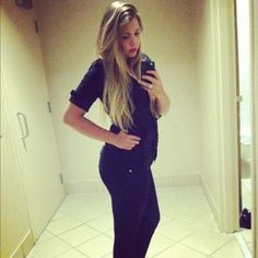 Back in April Teen Mom 2 star Kailyn Lowry announced she was on the Insanity workout regimen by sharing before-and-after bikini photos 30 days in. Now, the 60 days are up and Kailyn's … Maci Teen Mom, Teen Mom Og, Leah And Jeremy, Chelsea Houska, Bikini Photos, Interview, Hair Color, Celebs, Celebrity