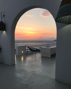 Oh that sunset! Mykonos Town, Hotel Suites, Greek Islands, Luxury Travel, Best Hotels, Sunsets, Opera House, Traveling, Building