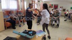 Residencias en Directo: La #EducadoraSocial Marta S. empezó el mes de #Septiembre con #Música y Bailes en la Residència Fundació Antònia Roura Equipo BSP Asistencia