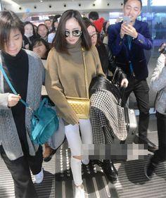 Dương Mịch  nữ hoàng street style Hoa ngữ năm 2015 Airport Fashion, Airport Style, Sulli, Work Wardrobe, Idol, Chanel, Celebs, Asian, Street Style