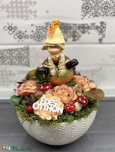 Őszi dekortökös manó - asztaldísz, dekoráció (AKezmuvescsodak) - Meska.hu Wreaths, Autumn, Christmas Ornaments, Halloween, Decoration, Holiday Decor, Box, Party, Flowers