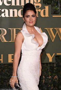 Hollywood actress Salma Hayek was out in full-force with an eye-popping display in a skin-tight dress She is accustomed to being both glamorous and sexy. But Hollywood actress Salma Hayek surp… Hot Brunette, Brunette Beauty, Salma Hayek Body, Salma Hayek Pictures, Jolie Photo, Hollywood Actresses, Beautiful Actresses, Sexy Women, Celebs
